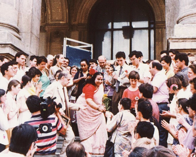 Shri Mataji with disciples